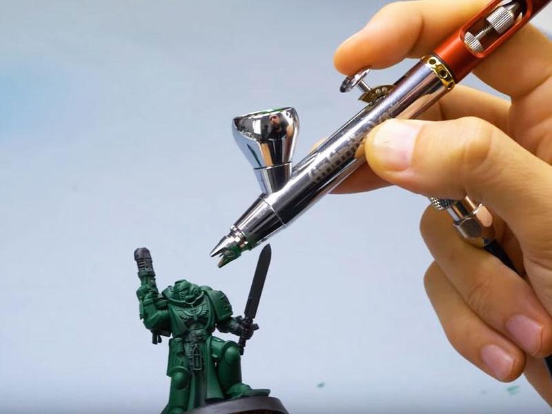 Pintando miniatura con aerógrafo